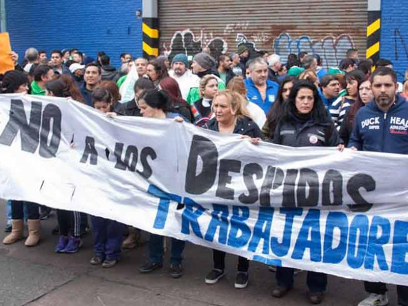 Argentinos despedidos de PepsiCo marchan en Buenos Aires
