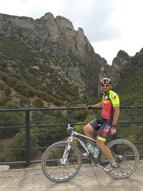Peñón de Zaframagón en la Vía Verde de la Sierra