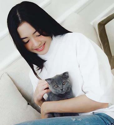 Ririn Dwi Aryanti dan Kucing