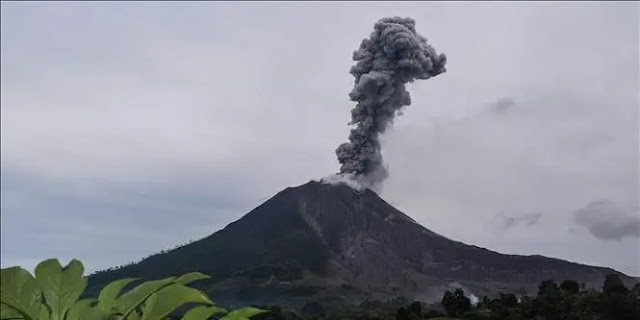 Mount Sinabung in North Sumatra, Indonesia spews ash into the sky. Photo documentary: THX