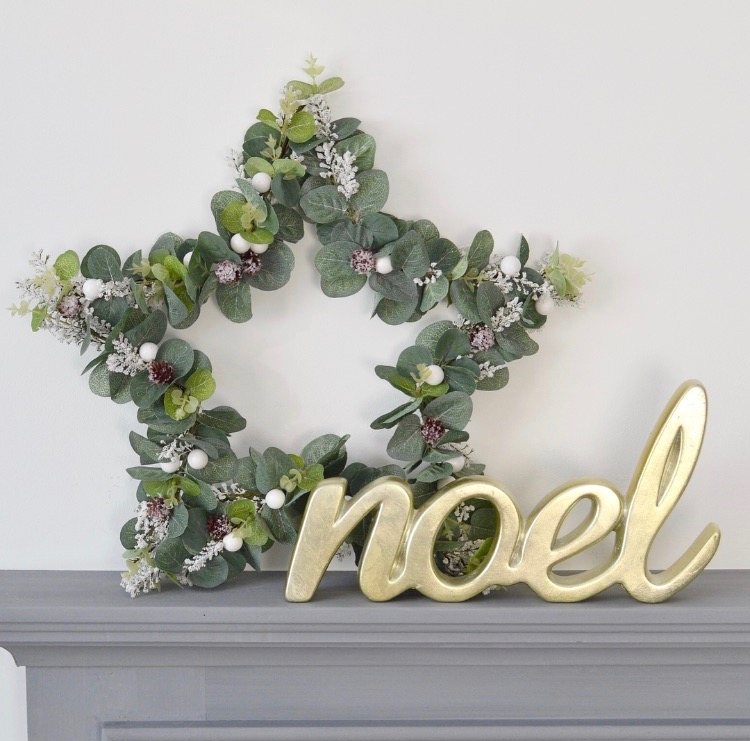 DIY Christmas | Wire Star Wreath | The Things She Makes