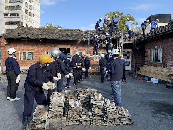 彰化慈濟志工助弱勢家庭修繕屋頂 打造安全過年新家