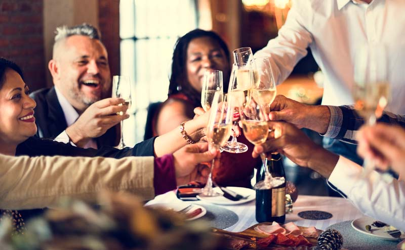 8 Mistakes People Make When Dining in a Large Group