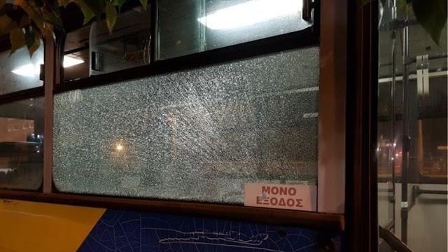 Χειροπέδες σε τρεις 15χρονους για την επίθεση σε λεωφορείο στους Αγίους Αναργύρους