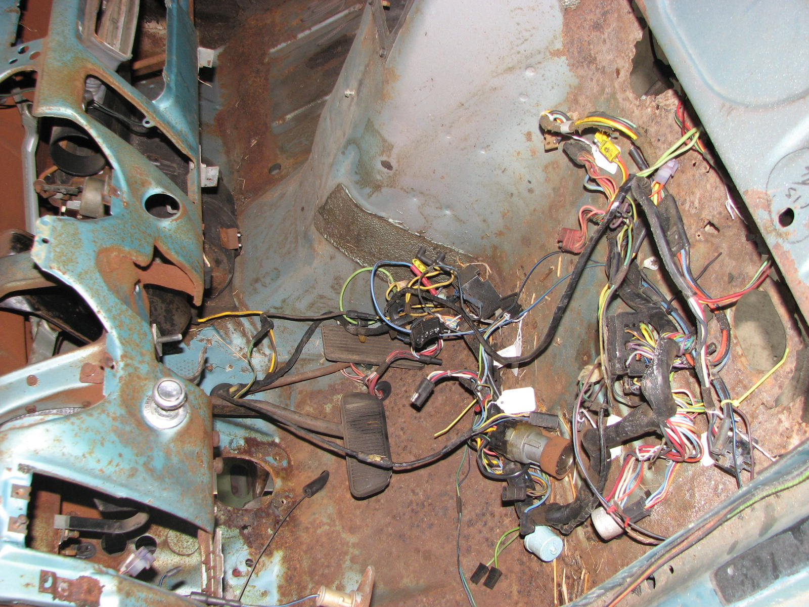 ...and that allowed me to get the engine compartment wiring harness out of  the way.