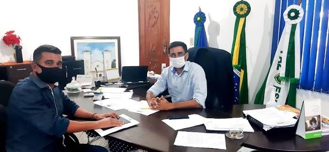 Vereador Alexandre do Bauxi pula o muro da oposição para a base governista e poderá ser convidado pra ser líder do prefeito