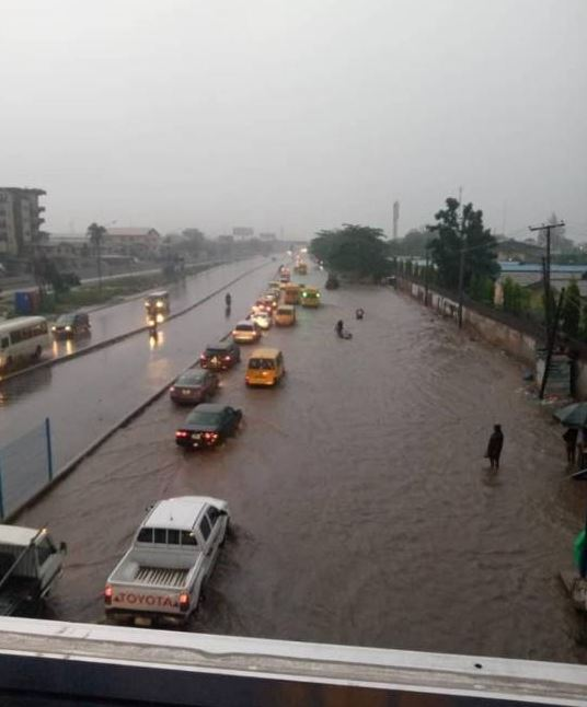 OMG! Flash Flood Takes Over Lagos Roads After Heavy Downpour (Photos/Videos) #Arewapublisize