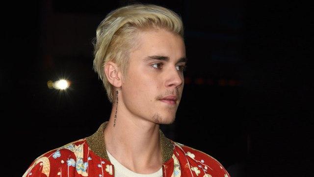 Justin Bieber tuvo que llamar a la policía para que retiraran a una fanática de la puerta de su casa.