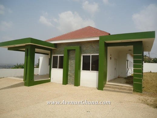 We all have our dream houses. But sometimes, our budget is not enough to make that come true. There are a lot of benefits and advantages of having a small house. It saves our budget and it's easier to maintain. All you need is enough area or space to enjoy life with your family. Check out these 50 photos of small houses that you can build on a very small budget.