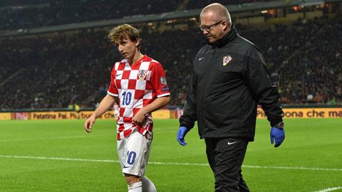 Tiền vệ Luka Modric bị chấn thương khi về thi đấu cho ĐT Croatia