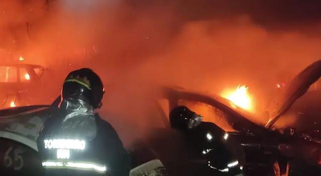 Incêndio destrói veículos em pátio de delegacia na Zona Norte de Natal