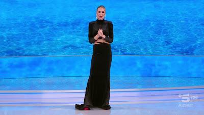 Ilary Blasi abbigliamento vestito nero elegante