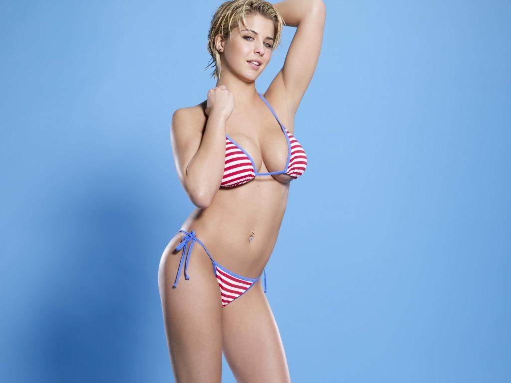 Babe In Bikini 85