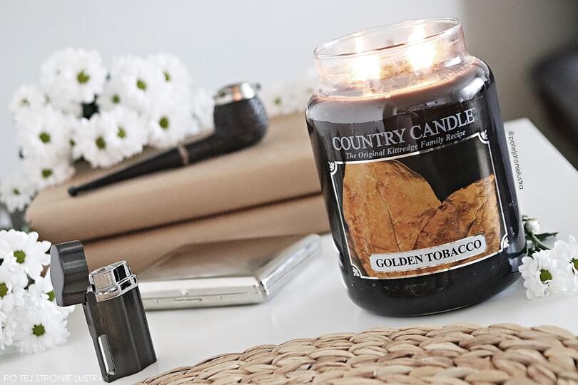 golden tobacco country candle, fajka, zapalniczka, papierośnica i białe kwiaty