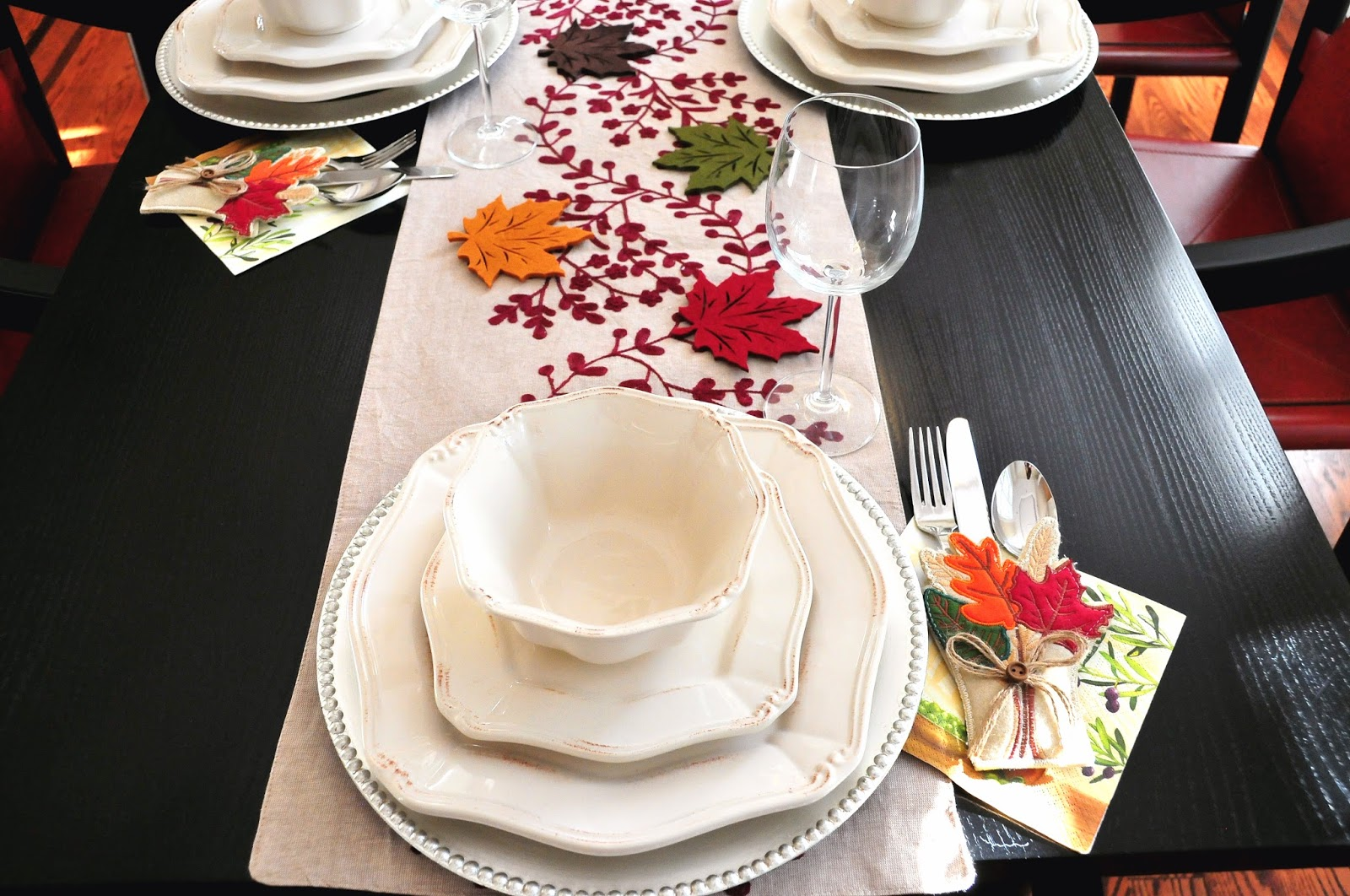 thanksgiving table setting decor ideas dinner leaves red