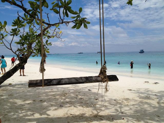 เกาะตาชัย ได้รับการประกาศให้เป็นเกาะที่สวยงามที่สุดแห่งหนึ่งของโลก แม้จะพึ่งเปิดให้นักท่องเที่ยวได้ขึ้นไปเที่ยวชมได้ไม่นาน บนเกาะตาชัยมีจุดท่องเที่ยวที่สนใจ
