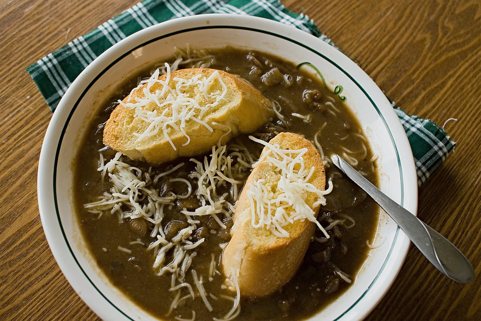Julia Child's French Onion Soup (Soupe à l'Oignon Gratinée)