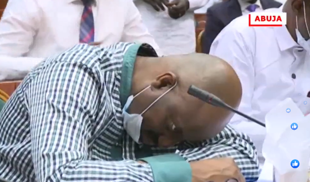 Nigerian official collapses at corruption hearing