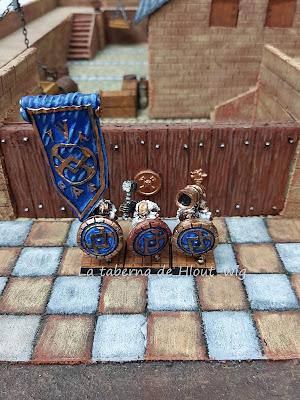 Grupo de mando enanos con escudo