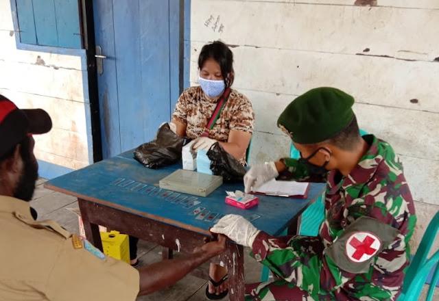 Antisipasi Penyakit Malaria, Satgas 754 Kostrad Berkeliling Kampung Cek Kesehatan Masyarakat