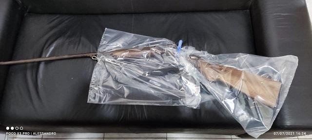 Polícia Civil prende homem que guardava espingarda em sua residência na cidade de Iguape