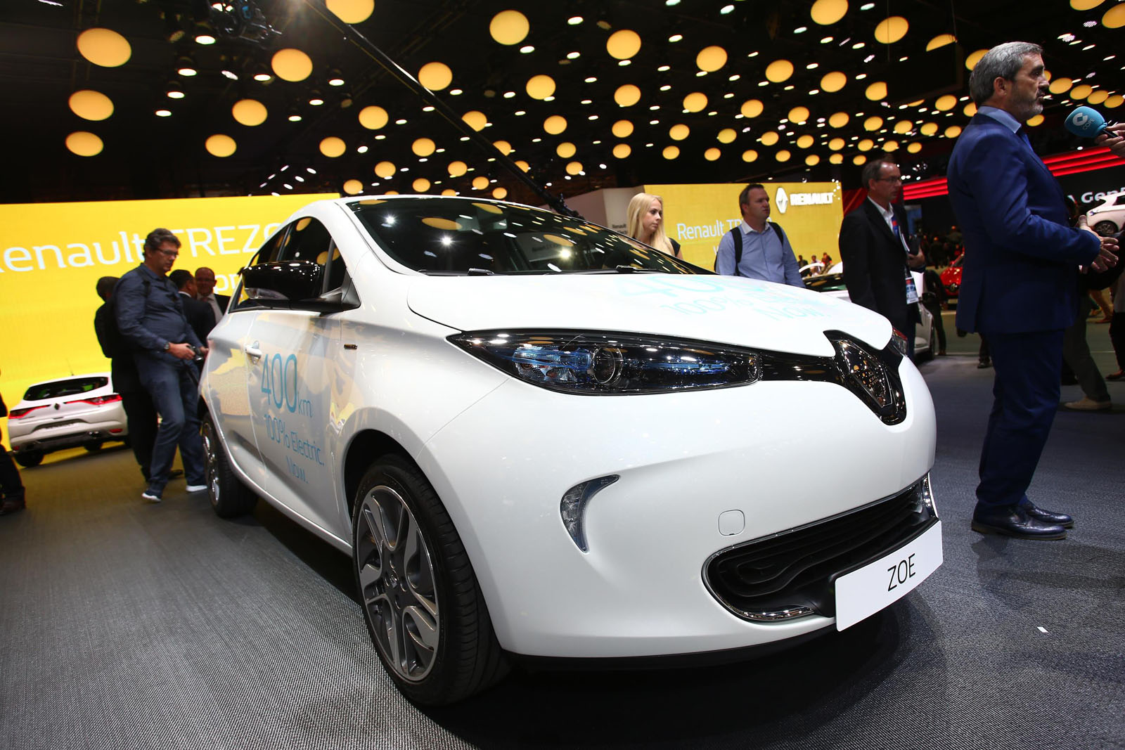 2017 renault zoe brings better battery tech almost doubling its driving range carscoops. Black Bedroom Furniture Sets. Home Design Ideas