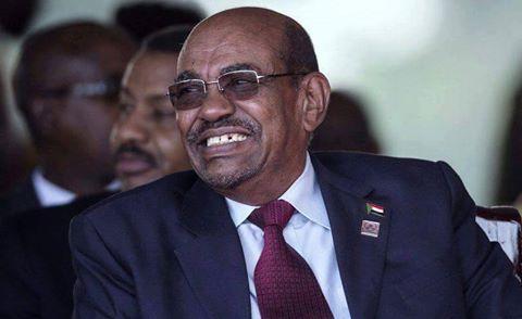 صوره لـ عمر البشير يضحك فيها و يشمئذ منها الشعب السوداني