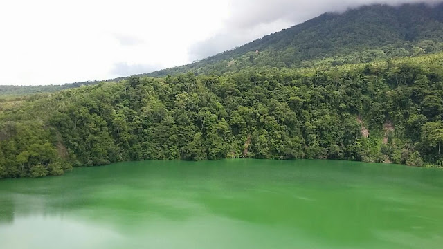 Mitos Danau Tolire dan Penampakan Buaya Putih
