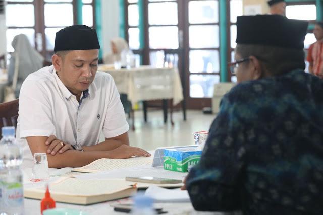 Ahmad Dani mantan Koordinator Relawan Irwandi Nova Provinsi Aceh, mengikuti test pengajian Al Qur'an di Asrama Haji Banda Aceh yang di selenggarakan oleh KIP Aceh, sebagai syarat Bakal Calon Legislatif (Bacaleg) DPRA, Kamis, 19-07-2018.