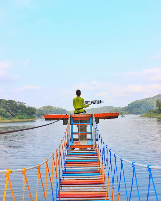 Spot Foto Bukit Pethu Kulon Progo