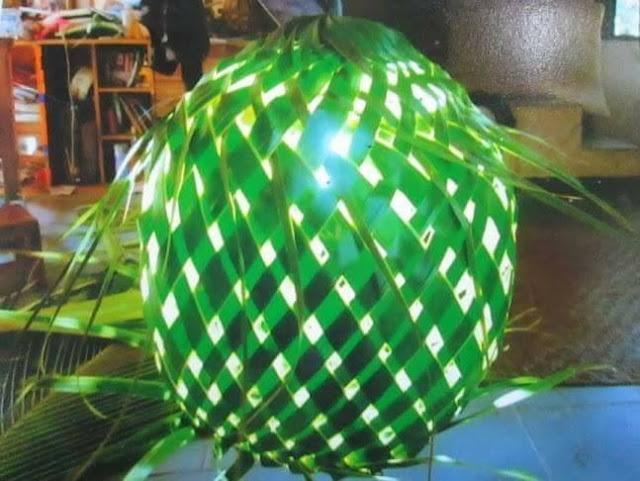 kerajinan lampu dari daun kelapa
