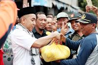 <b>Penuh Perhatian, Mori Menyapa Korban Banjir Dompu </b>