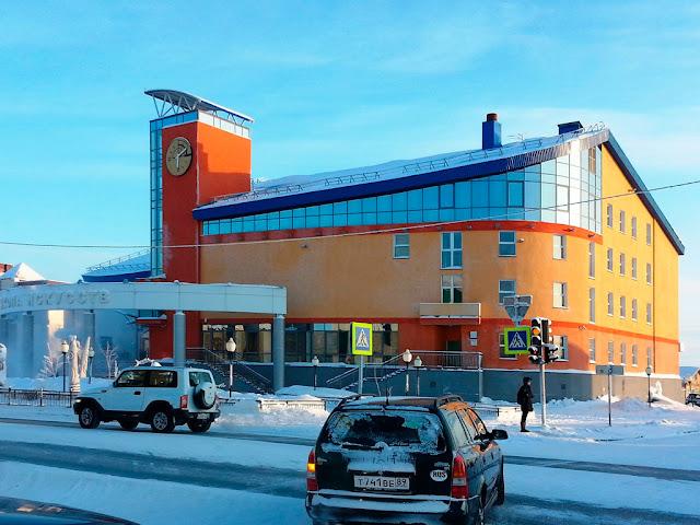 Фото главного фасада зимой
