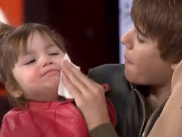 f0240b80778d1 A pequena Jazmyn Bieber, de dois anos, teve seus minutos de fama ao lado do  irmão, o astro teen Justin Bieber, em um programa de TV canadense.