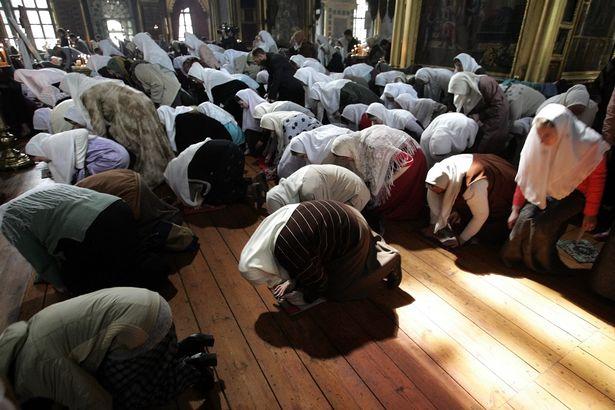 The-faithful-pray-in-a-church-of-the-Old.jpg