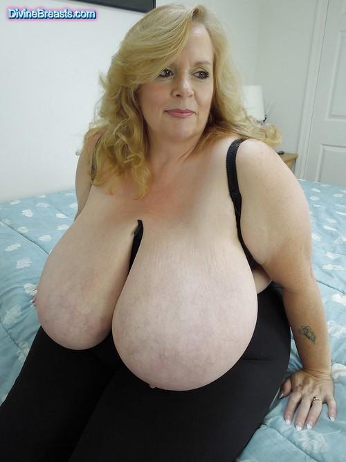 Gigantic Mature Tits 109