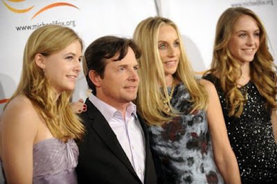 Michael J. Fox y Tracy Pollan con sus hijas Esme Fox y Schuyler Frances Fox (2010)