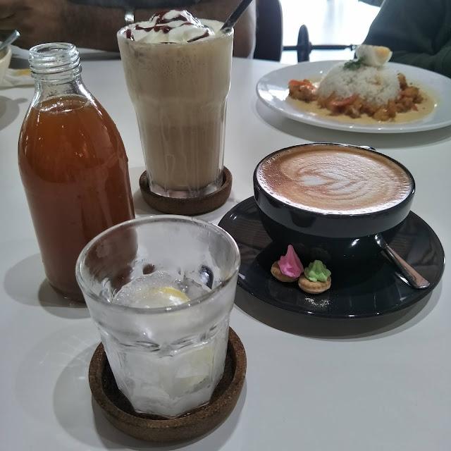 MAKAN DI AUGUST CAFE