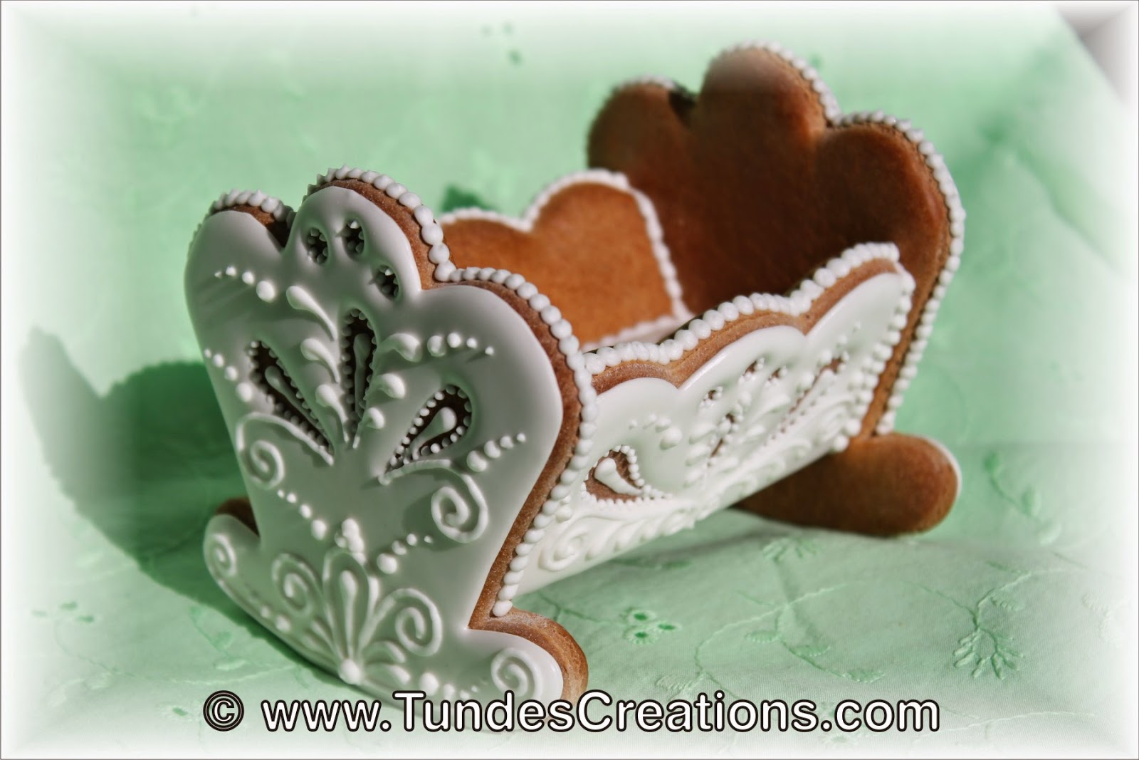 Baby cradle cookie by Tunde Dugantsi