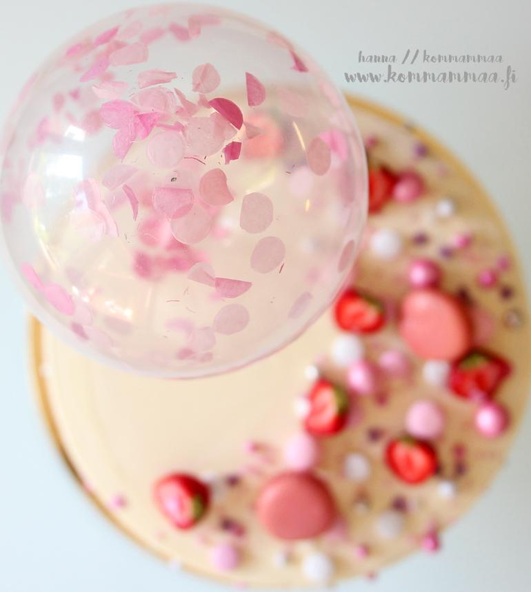 vaaleanpunainen täytekakku kaksivuotiaalle