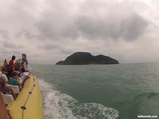 Uma ilha mais distante da orla de Búzios/RJ.