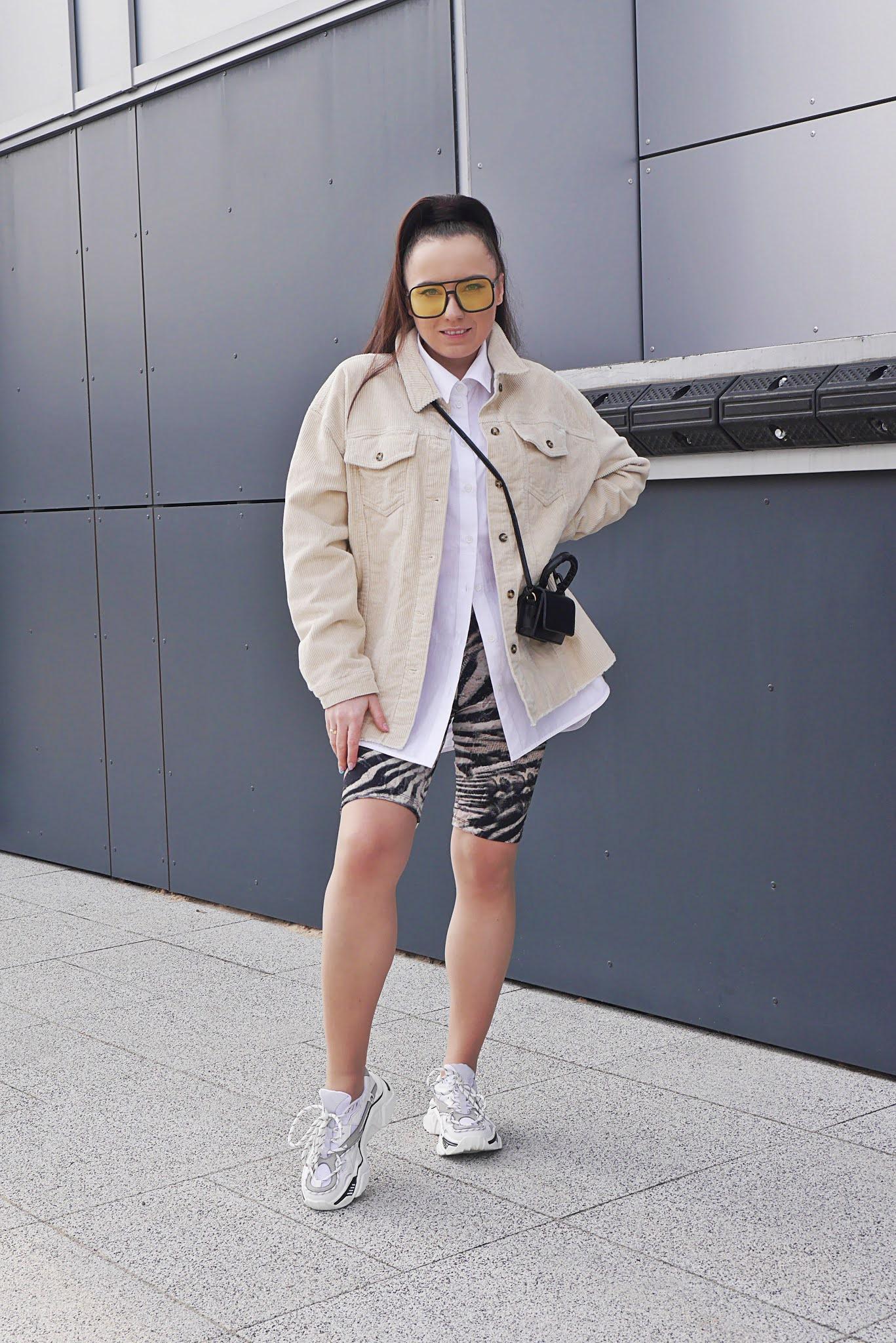 blog modowy blogerka modowa karyn puławy sztruksowa kurtka beżowa bonprix biała koszula oversize kolarki ze wzorem panterka zebra mała torebka żółte okulary aliexpress buty białe sneakersy ccc ugly shoes stylizacja wiosenna look inspiracja