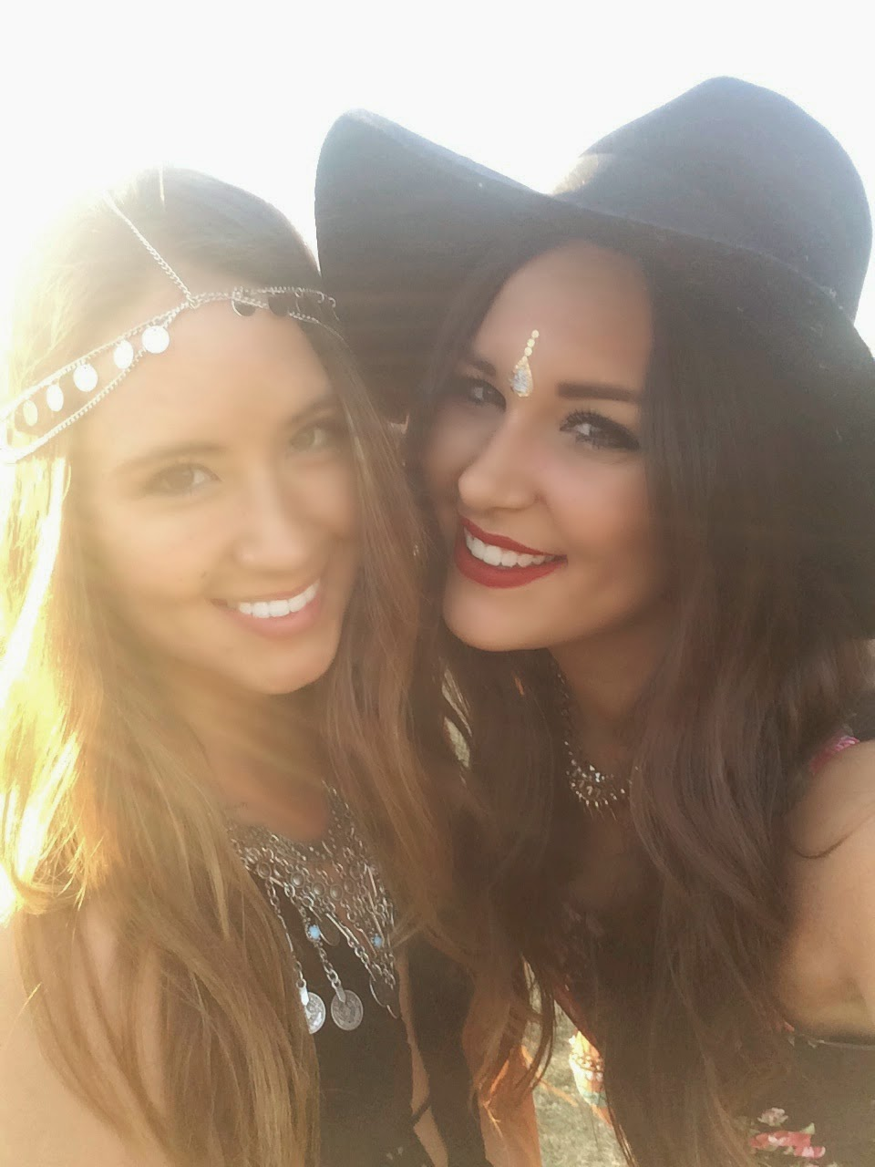 Fashion blogger selfies at Coachella in Palm Springs, California - Peace & Love: Coachella Outfits by popular Orlando fashion blogger Mash Elle