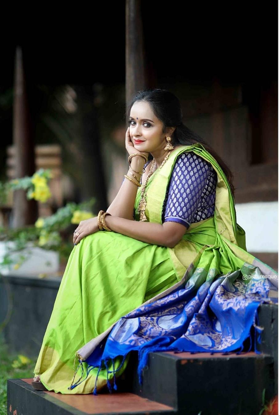South Indian Actress Shalu Menon Looks Beautiful in Green Saree Stills