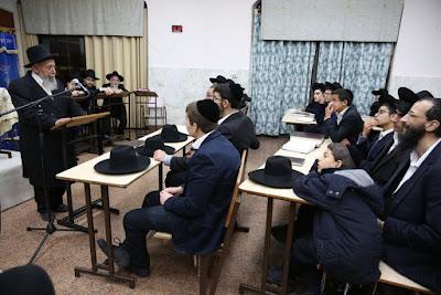 """Los líderes judíos ortodoxos cuestionan la afirmación hecha en un informe reciente de la emisora Canal 10 de Israel de que el sector estrictamente ortodoxa del país está """"en proceso de desintegración""""."""