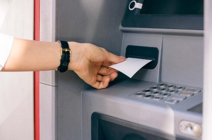 Jangan Buang Struk ATM Sembarangan Setelah Ambil Uang di ATM, Ini Bahayanya!  naviri.org, Naviri Magazine, naviri majalah, naviri