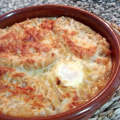 Sopa de cebolla con huevo