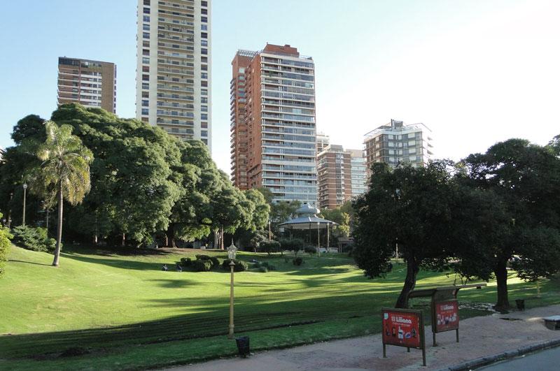 Barrancas de Belgrano é um enorme espaço verde no centro do bairro Belgrano em Buenos Aires na Argentina.