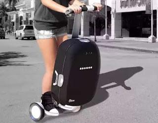 Умный чемодан на колесиках сам ездит за хозяином!