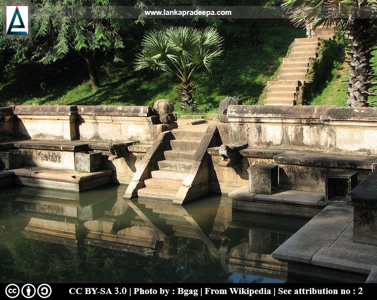 Kumara Pokuna, Polonnaruwa